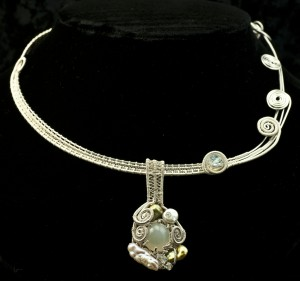 Silver Woven Necklace with Pendant