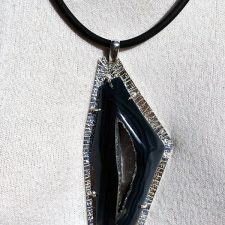 Black onyx pendant with druzy quartz