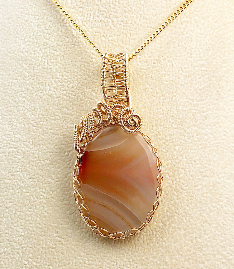 agate pendant in woven gold fill setting