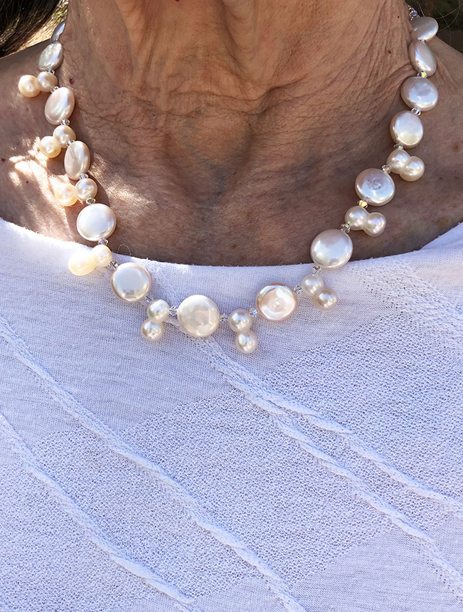 white Coin pearl and 8-pearl necklace