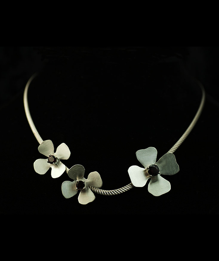 Silver-Flowers-necklace-with-garnets