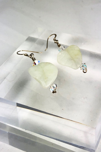 light green glass leaf pierced earrings