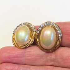 Iridescent oval pearl clip-on earrings