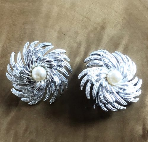 Sarah Coventry silver tone pinwheel earrings with pearls