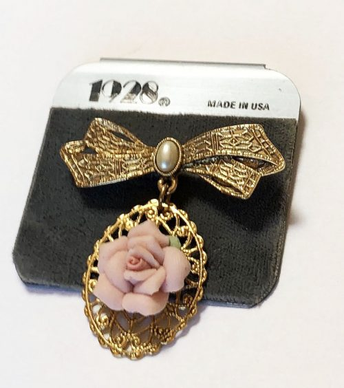 1928 gold tone bow brooch with pendant