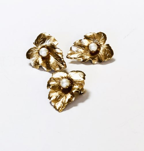 Sarah Coventry gold tone leaf set with pearl